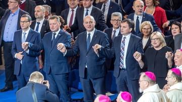 """Politycy PiS na urodzinach Radia Maryja. Modlili się i śpiewali """"Abba Ojcze"""""""