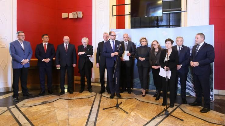 """Prezydenci 12 miast apelują do premier o """"opanowanie chaosu"""" w sprawie samorządów"""