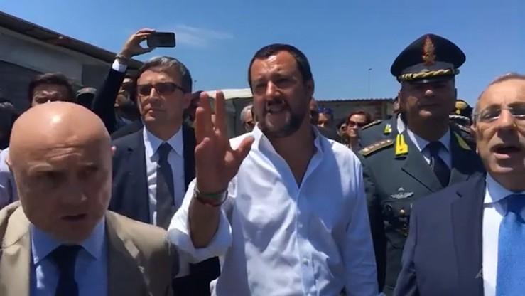 Włosi nie przyjmą łodzi z 450 nielegalnymi imigrantami na pokładzie. Salvini: tak, jak obiecałem