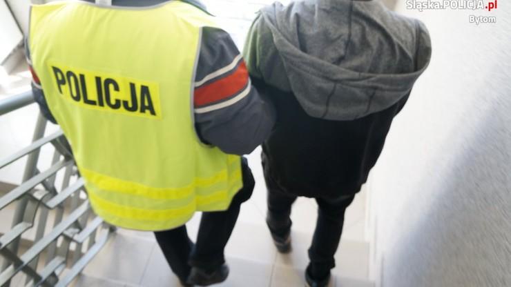 Trzy rozboje w godzinę. Policja zatrzymała nastoletnich pseudokibiców