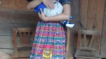Gwatemala: sprzedawca słodyczy zgwałcił 13-latkę. Dziewczynka urodziła trojaczki