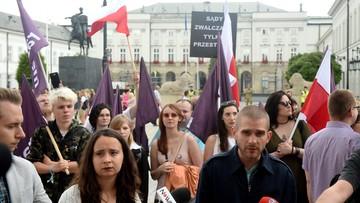 """""""Brońmy sądów"""". Weekendowe protesty Razem i KOD"""