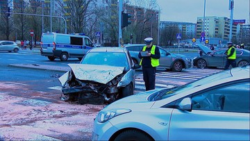 Pościg i wypadek na warszawskim Gocławiu - kierowca nie zatrzymał się do kontroli