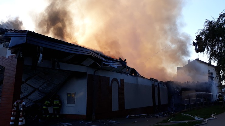 Pożar marketu w Działdowie. Zawalił się dach budynku