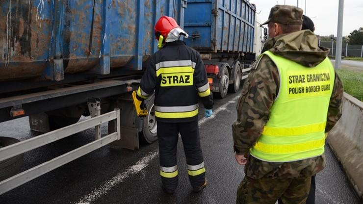 Wwieźli do Polski niebezpieczne odpady. Nielegalny transport z Czech