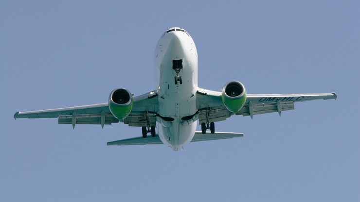 Brytyjscy urzędnicy do walki z ociepleniem klimatu podwoili ilość swoich lotów. Do ponad 4500 rejsów