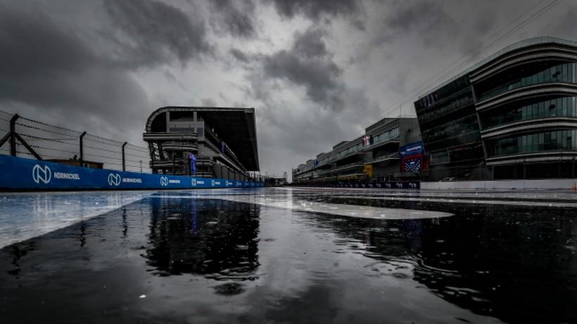 Formuła 1: Ulewa zalała tor wyścigowy w Soczi. Odwołano trzeci trening