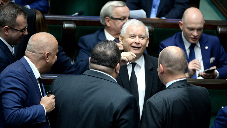 Sondaż: PiS - 47 proc. poparcia, PO - 16 proc. W Sejmie jeszcze dwie partie