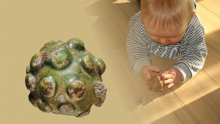 Prawie tysiącletnia grzechotka dziecięca na wystawie w Małopolsce