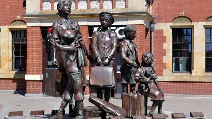 Zatrzymano mężczyznę, który uszkodził pomnik Kindertransportów