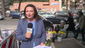 W Polsce Dzień Kobiet kojarzy się z goździkami. We Włoszech królują mimozy