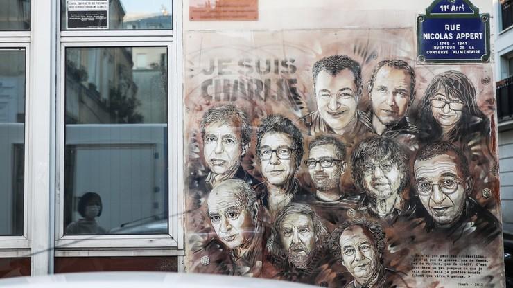 """Zamach w redakcji """"Charlie Hebdo"""". Po 5 latach ruszył proces"""