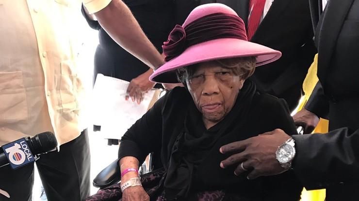 106-latka oddała głos na Clinton. Cztery lata temu czekała 6 godzin, by zagłosować na Obamę