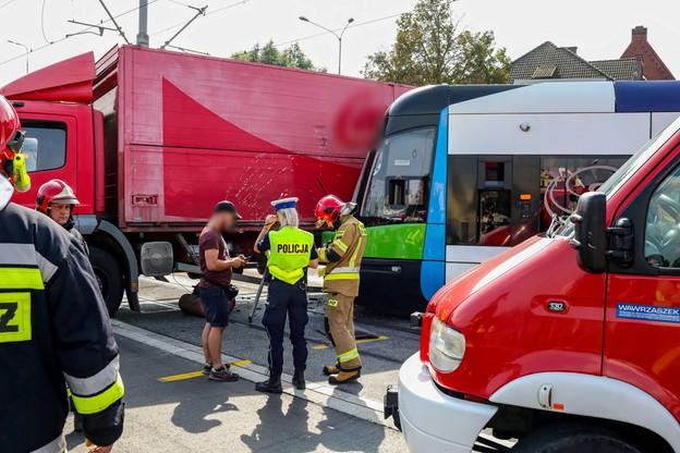 Na miejscu wypadku zjawiły si ę m.in. policja oraz pogotowie ratunkowe