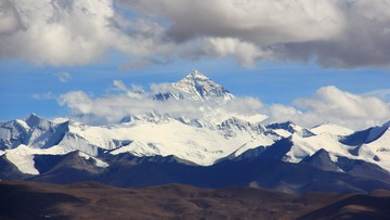 """""""To nie koniec. Everest na mnie czeka!"""". Hiszpan chce zdobyć szczyt zimą i bez butli z tlenem"""