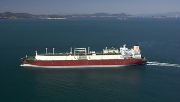 Czekaliśmy prawie 10 lat. Pierwszy statek z katarskim gazem jutro wpłynie do Świnoujścia