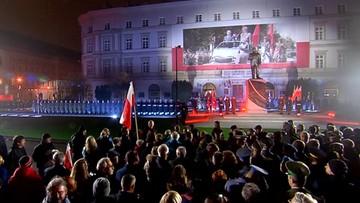 W Warszawie odsłonięto pomnik Lecha Kaczyńskiego. Stoi obok monumentu marszałka Piłsudskiego