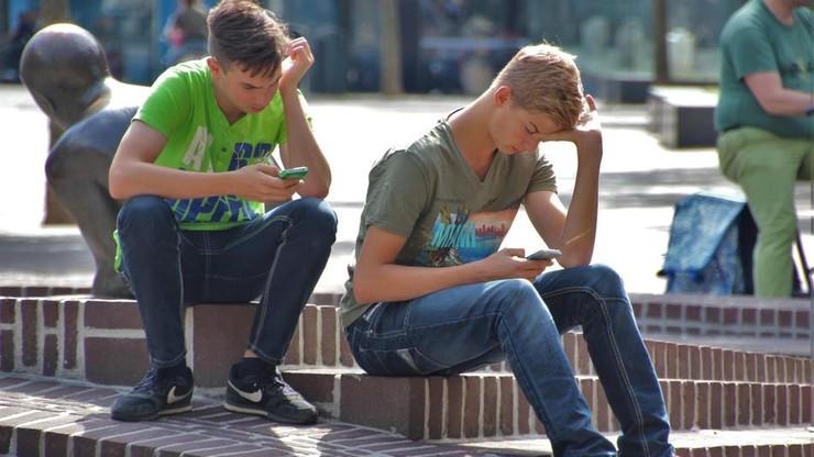 Jakie poglądy mają młodzi Polacy? Różnią się w zależności od płci