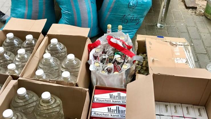 55 kg tytoniu, 100 litrów spirytusu i 22 tys. papierosów bez akcyzy u 70-latka