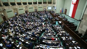 Sondaż: 53 proc. Polaków niezadowolonych z demokracji w Polsce