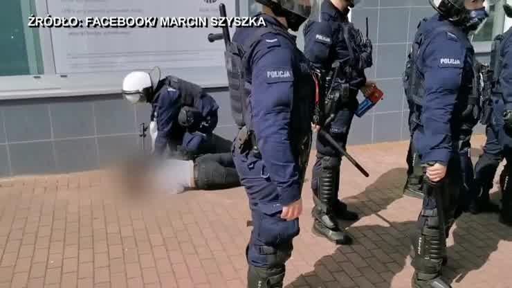 Głogów. Kontrowersyjna interwencja policji. Protestująca powalona na ziemię