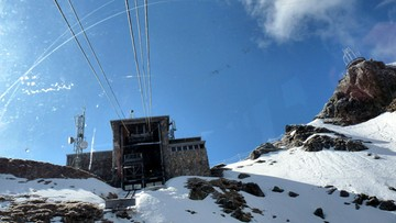 Zamknięta kolejka na Kasprowy Wierch. IMGW: w Tatrach powieje do 140 km/h