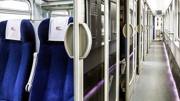 Masowo ściągają maseczki w pociągach. Rozpętała się burza