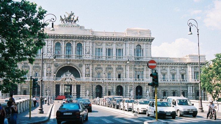 Włoski Sąd Najwyższy: salut rzymski jako upamiętnienie to nie przestępstwo