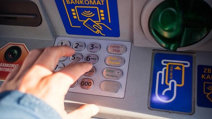 Wysadzili bankomat i ukradli gotówkę. Policja szuka sprawców