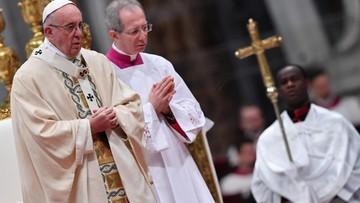 """""""Siedzący na swoim bogactwie nie dostrzegają niczego poza nim"""". Papież w Trzech Króli"""