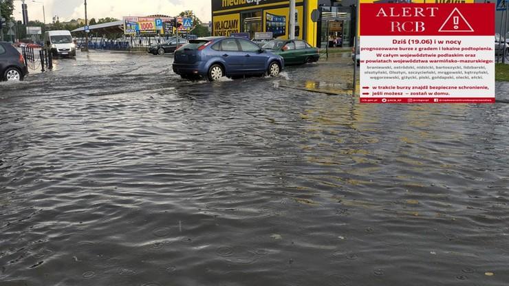 Grad, burze - alert Rządowego Centrum Bezpieczeństwa. W Łowiczu zalało szpital i liceum