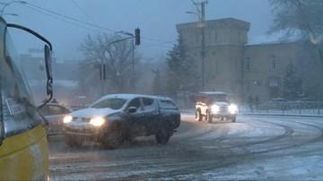 Opady śniegu sparaliżowały pracę przejścia granicznego w Szeginiach. Utrudnienia na granicy polsko-ukraińskiej