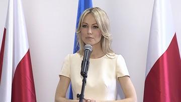 """Atak na Magdalenę Ogórek przed budynkiem TVP Info. """"Auto oplute, porysowane, obklejone"""""""