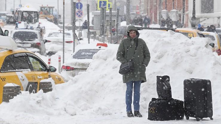 """Moskwa zasypana śniegiem. """"To jest alert wojenny"""""""