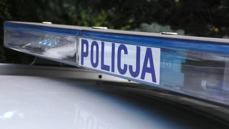 Zwłoki 65-latki w mieszkaniu. Policja zatrzymała trzy osoby
