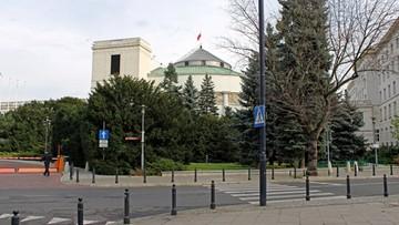 Sfotografował gołe stopy posłanki w Sejmie. Stracił akredytację