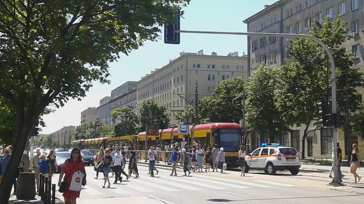 Awaria tramwaju w Warszawie. Pasażerowie poszli na autobus