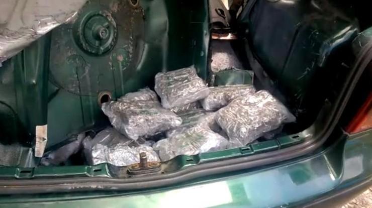 Gang przemycający prawie 4 tony narkotyków rozbity. Zatrzymano 23 Polaków