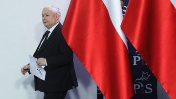Kaczyński musi chodzić o kulach. Cierpi na zwyrodnienie kolana