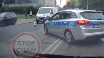 Dziecko na ulicy między samochodami. O krok od tragedii w Szczecinie