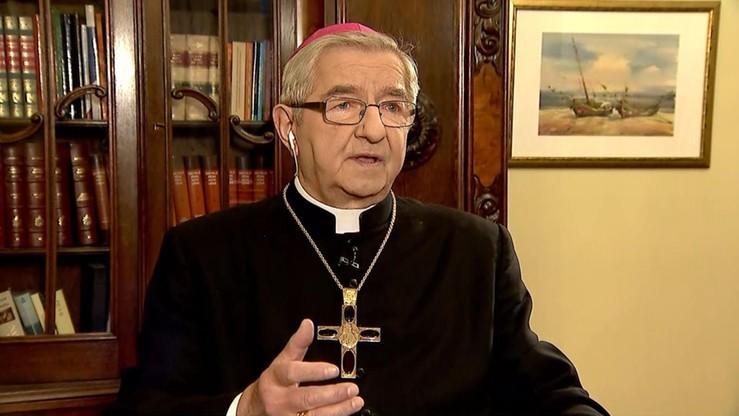 Abp Głódź miał znęcać się nad duchownymi. 16 kapłanów potwierdza te doniesienia
