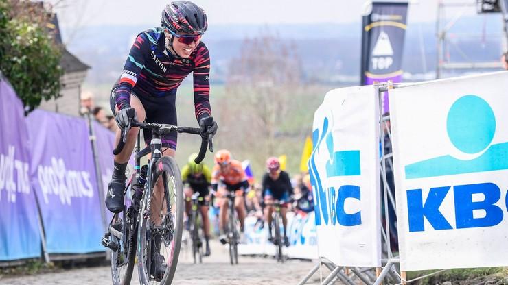 Giro Rosa: Niewiadoma trzecia na etapie, zwycięstwo Van Vleuten