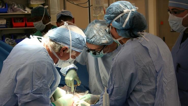 50 lat od przeszczepu nerki. Pacjent spotkał się z lekarzem, który uratował mu życie