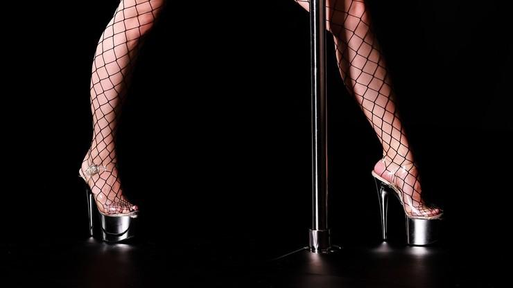 USA. Kluby ze striptizem pozwały gubernatora Nowego Jorku. Powołują się na konstytucję