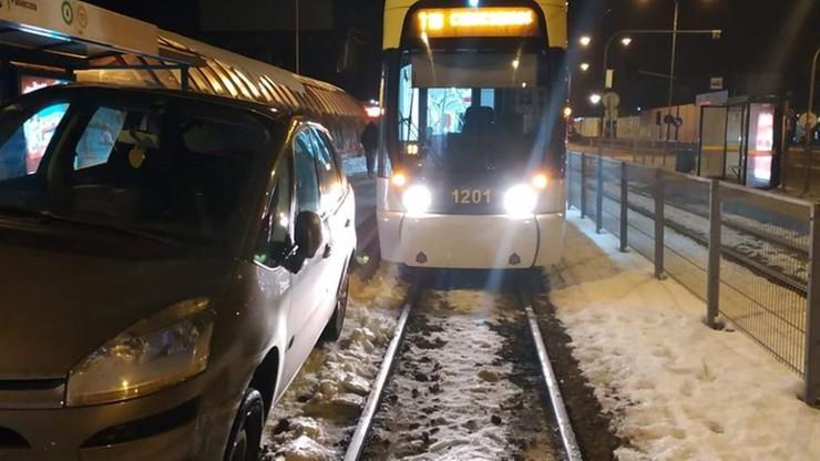 Pijany kierowca wjechał na torowisko i zablokował ruch tramwajowy. Miał ponad 4 promile