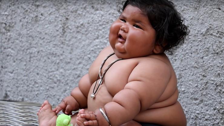 """Ma 8 miesięcy i waży 18 kilogramów. Według rodziców """"to Bóg dał jej ten stan"""""""