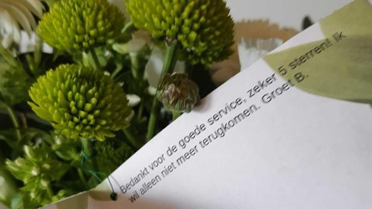 """Policja go aresztowała, a on im przesłał kwiaty. """"Mamy nadzieję, że znów się (nie)zobaczymy"""""""