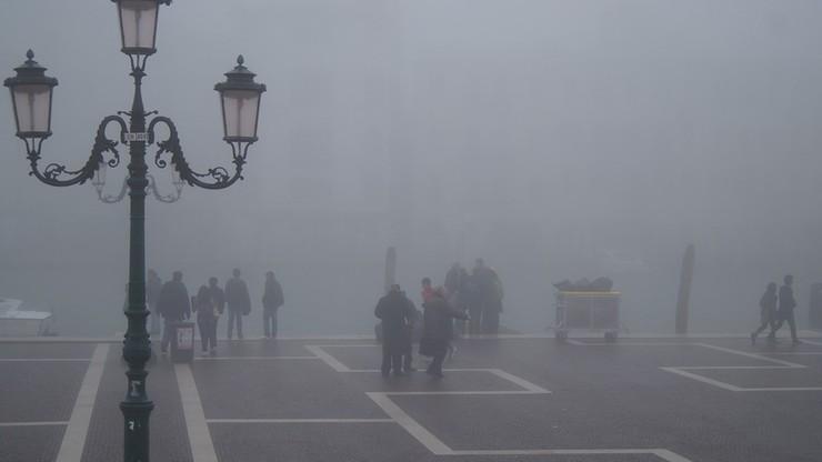 Włosi ograniczają ruch samochodów z powodu smogu
