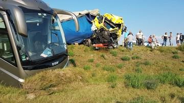 Polski autokar na Węgrzech zderzył się z ciężarówką i autem dostawczym
