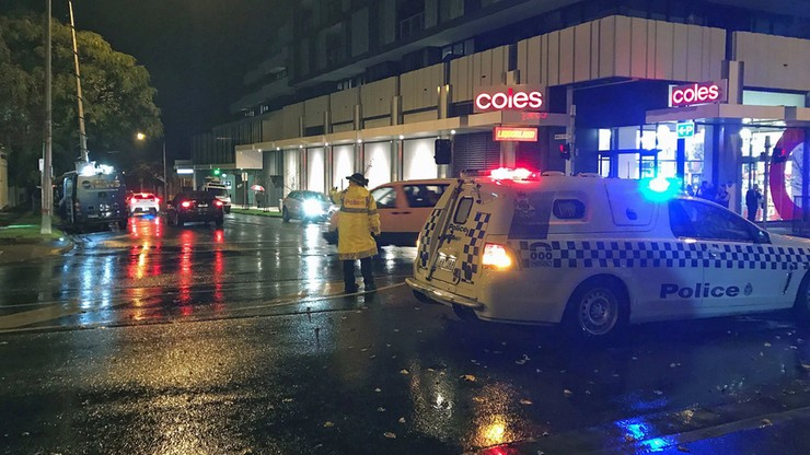 Strzelanina na przedmieściach Melbourne. Policjanci odbili zakładniczkę